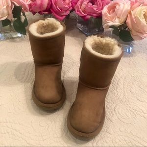 UGG Kids Classic Boot in Chestnut Size 2